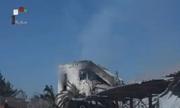 Khói bốc nghi ngút từ phòng thí nghiệm Syria sau khi bị không kích