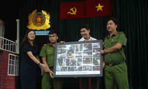 Cư dân Carina rơi nước mắt nói lời tri ân những người lính PCCC