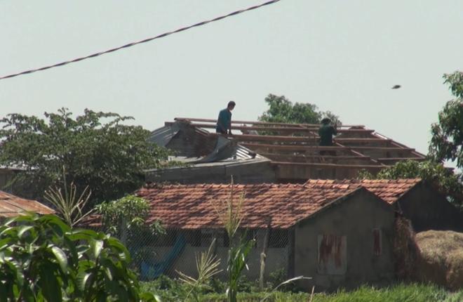 Hơn 600 ngôi nhà hư hỏng sau cơn lốc xoáy kèm mưa đá