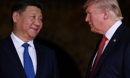 Tổng thống MỹDonald Trump (phải) và Chủ tịch Trung Quốc Tập Cận Bình ở khu nghỉ dưỡngMar-a-Lago vào ngày 6/4/2017. Ảnh: Reuters.