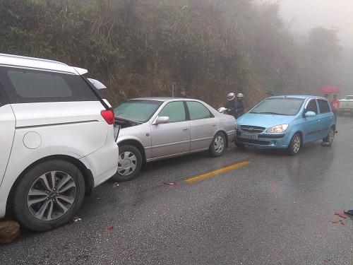 19 ôtô đâm liên hoàn ở Hòa Bình do sương mù