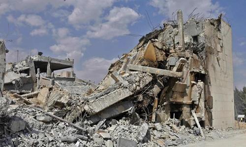 Cơ sở nghiên cứu Syria bị tên lửa hành trình liên quân phá hủy hôm 14/4. Ảnh: AP.