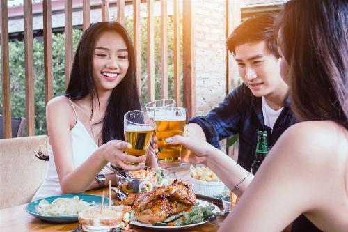 Năm 2016, người Việt tiêu thụ 3,8 tỷ lít bia, tăng gần 400.000 lít so với năm 2015.