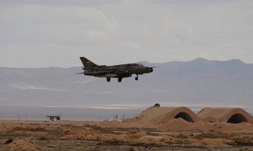 Máy bay chiến đấu Syria cất cánh từ một sân bay bị liên quân tấn công ngày 14/4. Ảnh: Almasdar News.