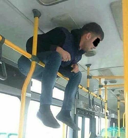 Giải pháp khi hết ghế trên xe buýt.