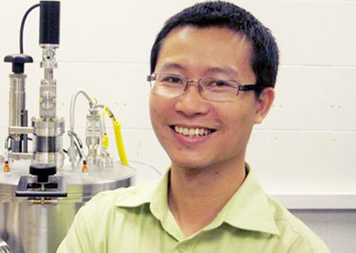 Tiến sĩ Phan Mạnh Hưởng, cựu sinh viên Đại học Quốc gia Hà Nội, tham gia điều hành tạp chí. Ảnh:vnu.edu