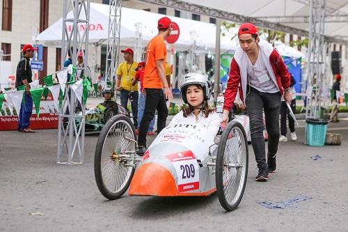 Một tay lái nữ tham dự cuộc thi năm nay.