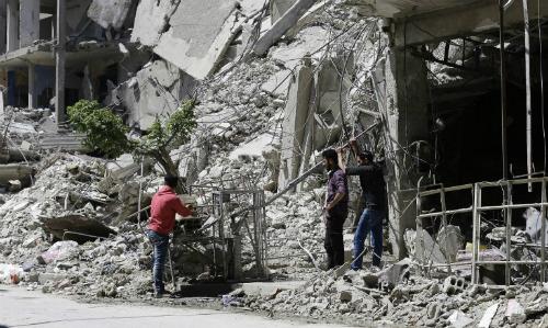 Cảnh quan ở Douma, Syria ngày 16/4. Ảnh: AFP.