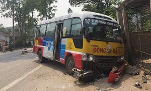 Tài xế xe buýt bị khởi tố vì lấn làn, đâm chết hai người đi xe máy