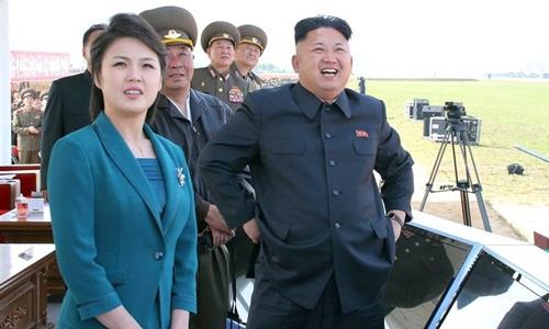 Ông Kim Jong-un và vợ, bà Ri Sol-ju. Ảnh: KCNA.