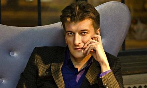 Nhà báo điều tra nổi tiếng của Nga tử vong vì ngã từ tầng 5