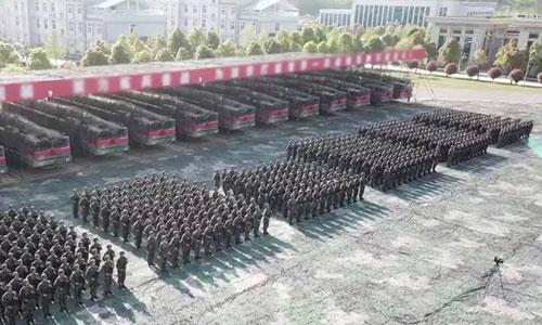 Lễ ra mắt tên lửa đạn đạo tầm trung mới của Trung Quốc. Ảnh: CCTV.