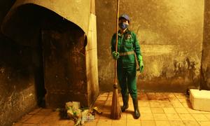 Rác đô thị Việt Nam - 60 năm trông chờ 'tiếng chổi tre'