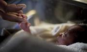Bé sơ sinh bị nhét xuống toilet ở Ấn Độ
