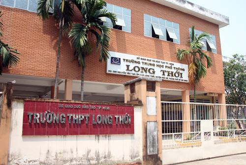 Trường THPT Long Thới, nơi xảy ra vụ việc cô giáo không nói suốt ba tháng đứng lớp. Ảnh: Mạnh Tùng.