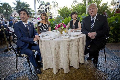 Melania Trump diện váy 3.000 USD tiếp vợ chồng Thủ tướng Abe