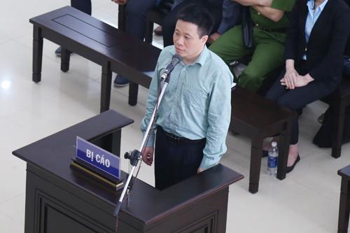 Bị cáo Hà Văn Thắm tại phiên tòa phúc thẩm. Theo bản án sơ thẩm, ông này bị tuyên án tù chungthân cho bốn tội danh.