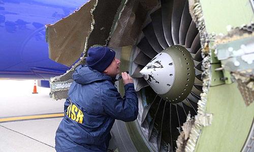 Máy bay Mỹ hạ cánh thế nào khi một động cơ nổ ở độ cao gần 10.000 m?