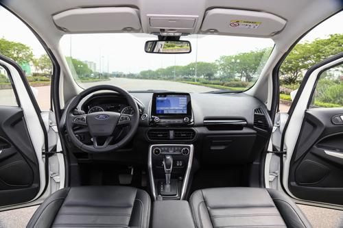 Nội thất nâng cấp, xe có cửa sổ trời.