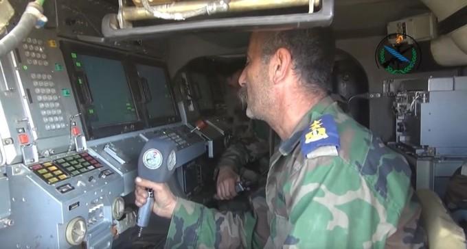 Trận địa phòng không Syria đáp trả đòn không kích của liên quân Mỹ
