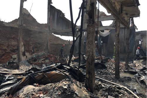 Xưởng hạt nhựa sau đám cháy. Ảnh: Sơn Hòa