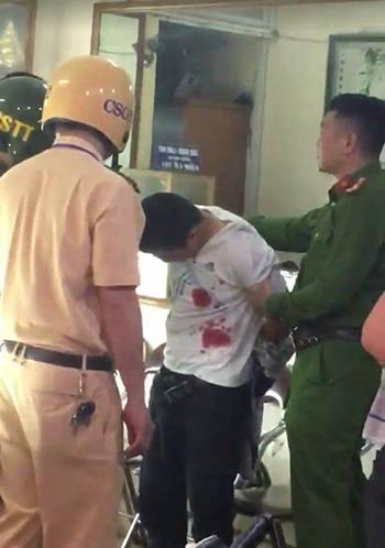Nhà chức trách khống chế người đàn ông được cho là nghi phạm.