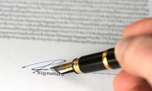Cán bộ xã giả chữ ký người chết để trục lợi tiền chính sách