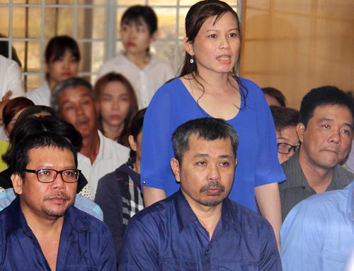 Tại tòa, Vân phủ nhận nhiều lời khai tại cơ quan điều tra cho rằng mình bị ép cung. Ảnh: Hải Duyên.
