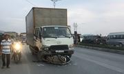 Tai nạn liên hoàn trên quốc lộ, xe tải kéo lê xe máy hơn 20 m