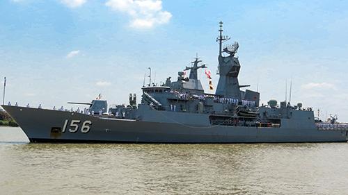 Một trong ba tàu của Hải quân Australia cập Cảng Sài Gòn. Ảnh: Đại sứ quán Australia.