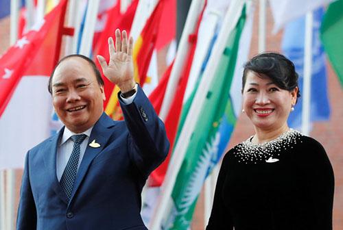 Thủ tướng Nguyễn Xuân Phúc và phu nhân tại hội nghị G20 ở Hamburg, Đức. Ảnh: Reuters.