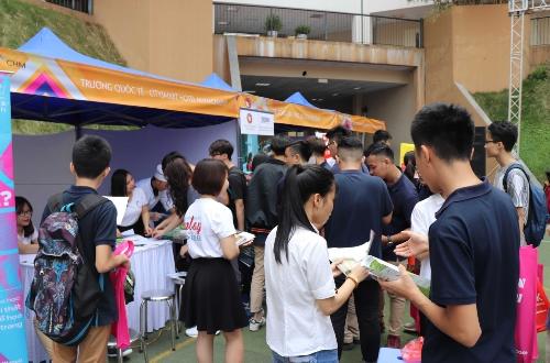 Trường Quốc tế CHM chia sẻ nhiều thông tin định hướng nghề nghiệp về ngành khách sạn, ẩm thực trong khuôn khổ ngày hội tư vấn tuyển sinh THPT Marie Curie, Hà Nội.