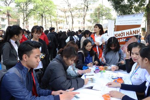 CHM tại hội thảo Đồng hành cùng mùa thi với hơn 600 học sinh THPT trường Đào Duy Từ, Hà Nội.
