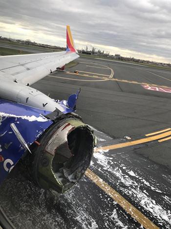 Phần động cơ máy bay phát nổ. Ảnh: Martinez