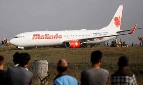 Máy bay Malaysia trượt khỏi đường băng ở Nepal. Ảnh: Reuters.