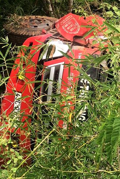 Chiếc xe nằm dưới vực sâu hàng chục mét. Ảnh: Sơn Nguyễn.