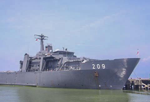 Tháng 9/2012, tàu khu trục Persistence (lớp Endurance) của Hải quân Singapore từng thăm hữu nghị Đà Nẵng. Ảnh: Nguyễn Đông.