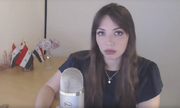 Nữ blogger Nga đáp trả khi bị Anh gọi là 'robot mạng'