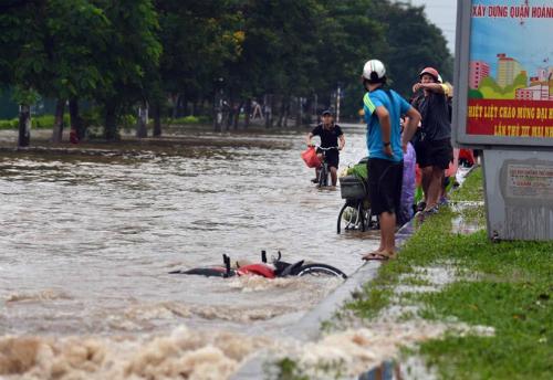 Hà Nội cảnh báo ngập lụt, lượng mưa bằng hình ảnh qua điện thoại