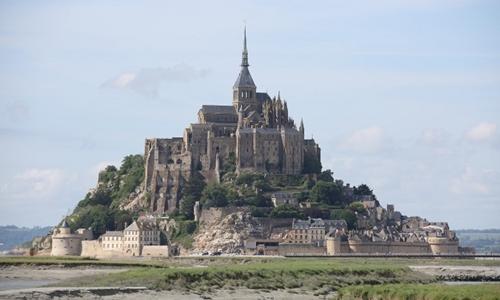 Điểm du lịch Pháp sơ tán vì người dọa giết cảnh sát