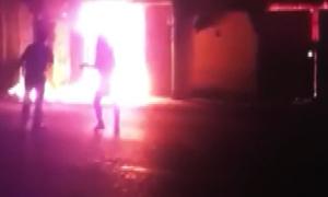 Ba mẹ con tử vong trong căn nhà bốc cháy giữa đêm