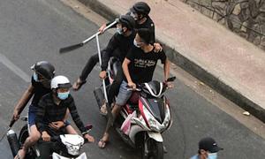 Hàng chục thanh niên hỗn chiến giữa trung tâm Sài Gòn
