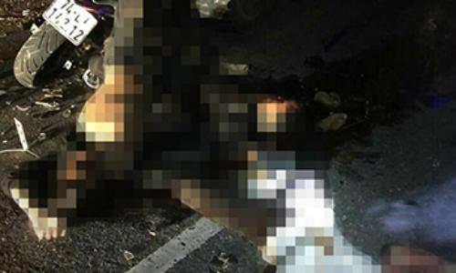 Bốn học sinh tử vong sau cú tông vào xe tải