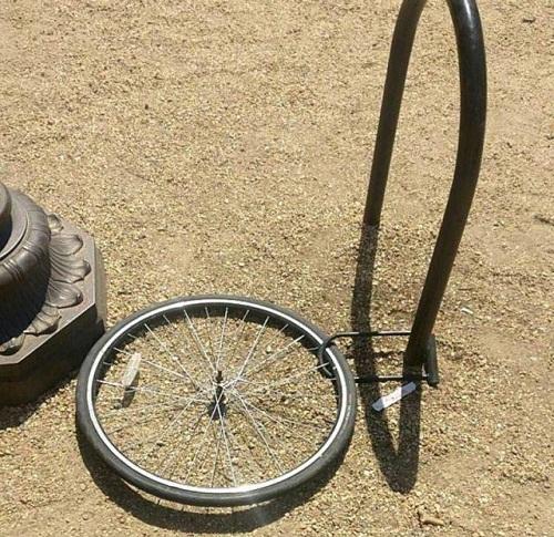 Chỉ còn lại cái bánh xe.