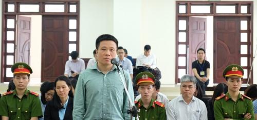Bị cáo Hà Văn Thắm khaitại phiên phúc thẩm.Ảnh:N.A.