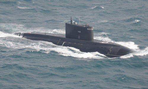 Tàu ngầm Kilo Nga thử nghiệm trên biển. Ảnh: RBTH.
