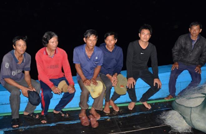 Tàu cá Quảng Ngãi bị hai tàu nước ngoài đâm chìm