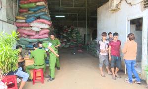 5 người bị tạm giữ trong vụ phế phẩm cà phê trộn bột pin