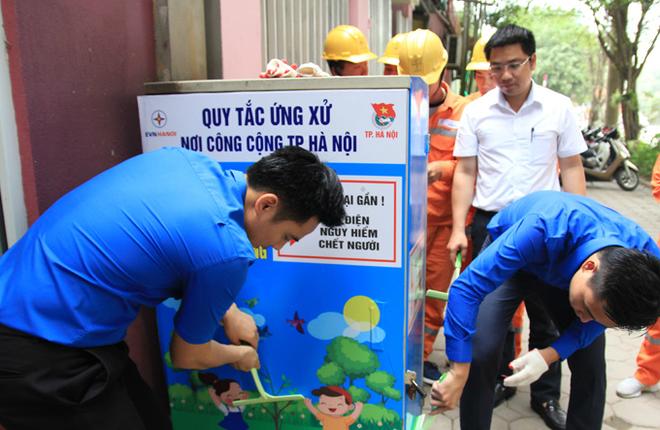 350 tủ điện trên phố Hà Nội 'thay áo mới'