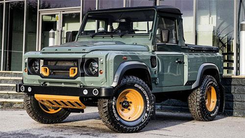 Defender phiên bản bán tải chỉ có một kết cấu cabin đơn. Xe trong ảnh là Land Rover Defender phiên bản bán tải của hãng độ Kahn.